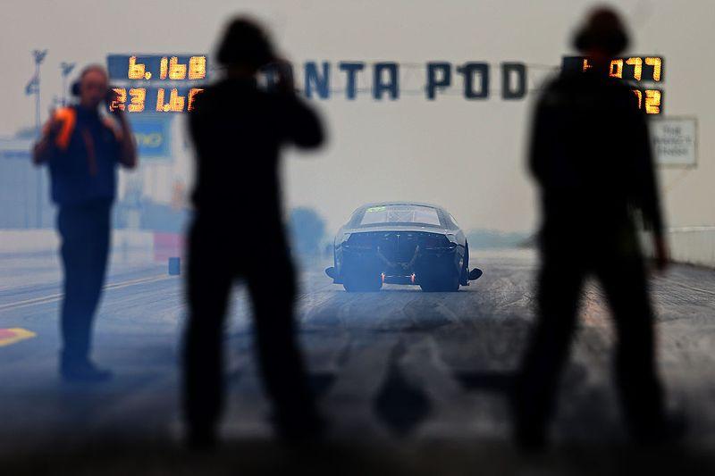 LaFerrari vs. P1 vs. 918 Spyder: 0-300 km/h Drag Race