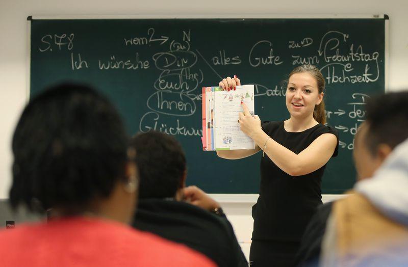 Die Lehrerin und Achselrasur