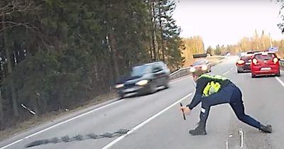 Polizist stoppt Raser mit Nagelteppich