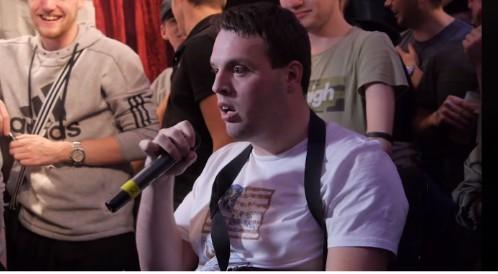 Rapper mit Behinderung zerstört Gegner beim Battlerap