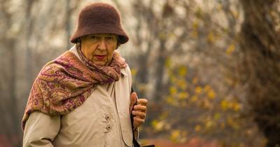Rentnerin wird im Park angegriffen - und bekommt unerwartete Hilfe!