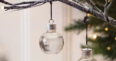 Gin-gefüllte Weihnachtskugeln