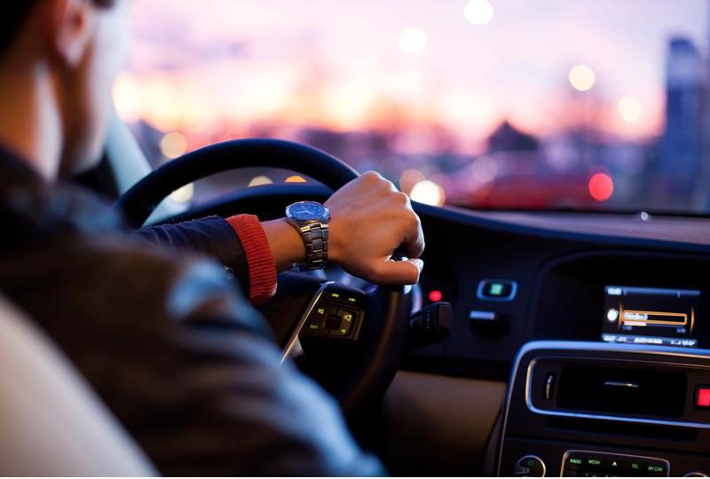 Umfrage:  LKW-Fahrer die sichersten, BMW-Fahrer die schlechtesten Fahrer