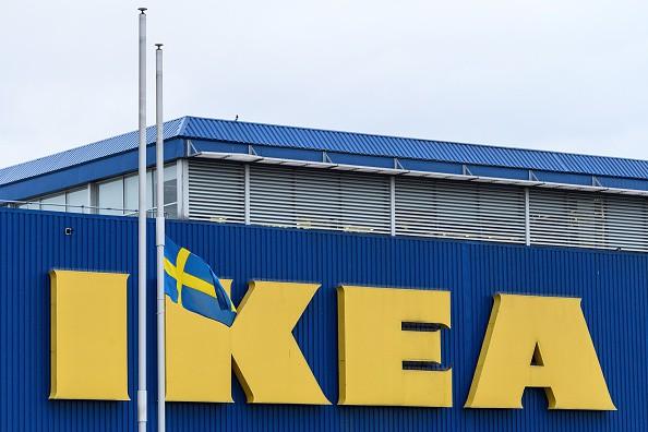 Ikea zeigt expliziten Film auf TV-Bildschirm