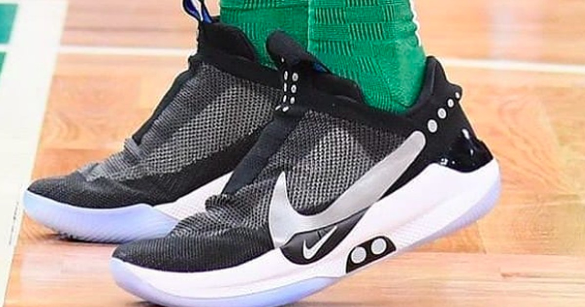 Nike bringt selbstschnürende Schuhe auf den Markt, die per Smartphone gesteuert werden