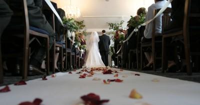 Hochzeitsfotograf wird verklagt, weil er unsittliche Aufnahmen der Brautjungfern gemacht hat