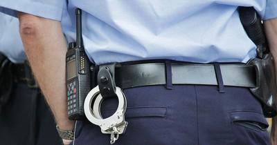 Tourist legt im Polizeiauto selbst Hand an - und wird bewusstlos