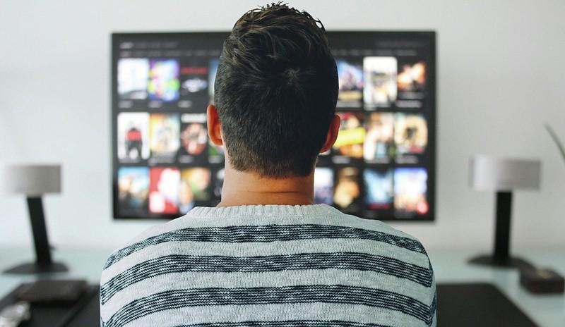 Mann verklagt seine Eltern, weil sie seine Schmuddelfilm-Sammlung entsorgten