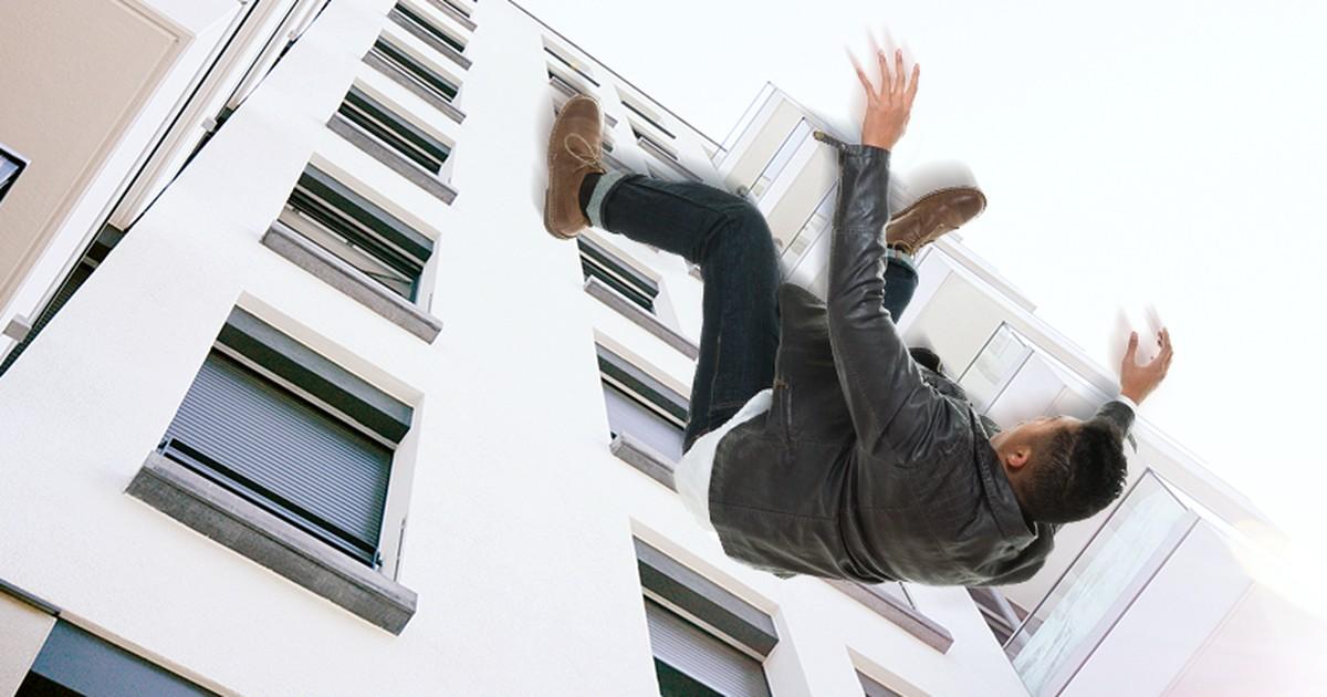 Er fiel betrunken aus dem 9. Stock - er trank weiter und erinnerte sich scheinbar an nichts