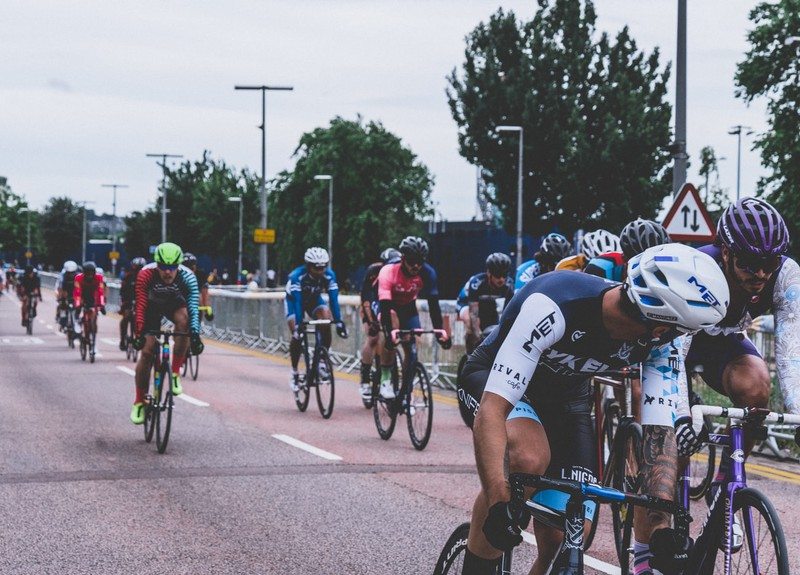 Das Bild zeigt Radsportler