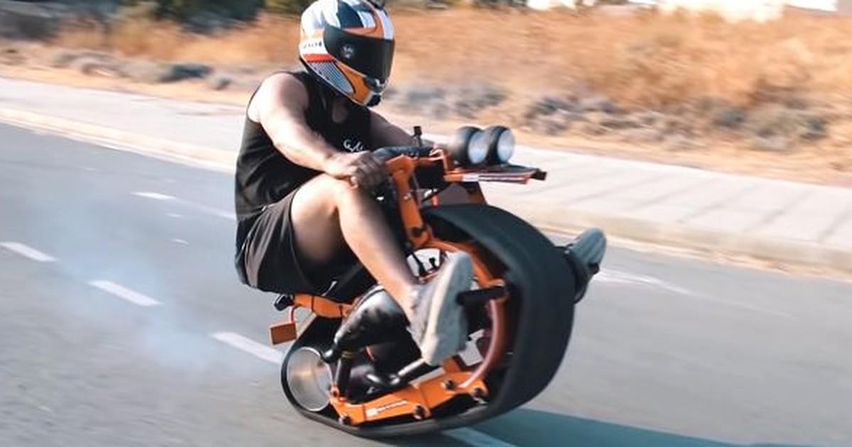 Selbstgebautes Mini-Motorrad in XS wird zum Internet-Hit