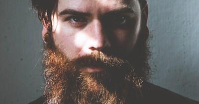 Was solltest du tun, wenn dein Bart juckt?
