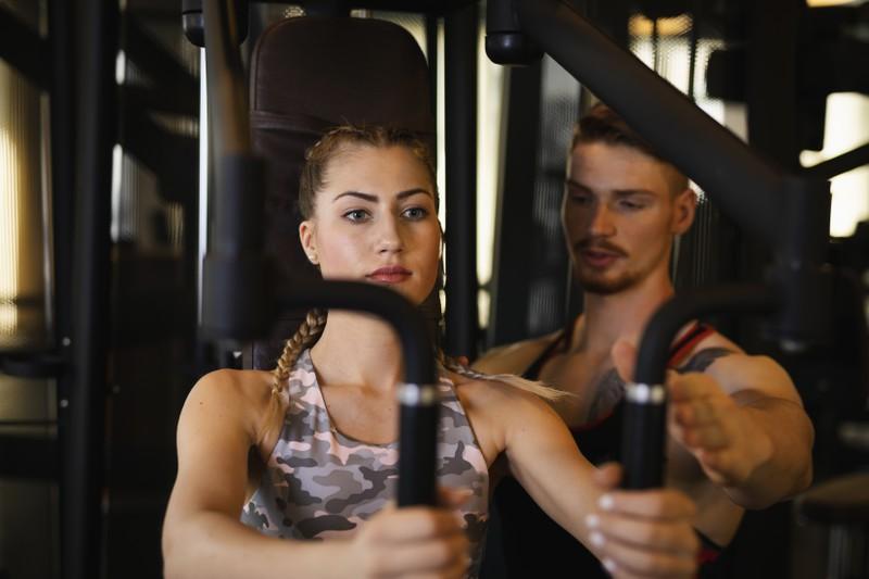 Ein anderes No Go im Fitnessstudio ist ungefragt kommentieren oder Verbesserungsvorschläge geben.