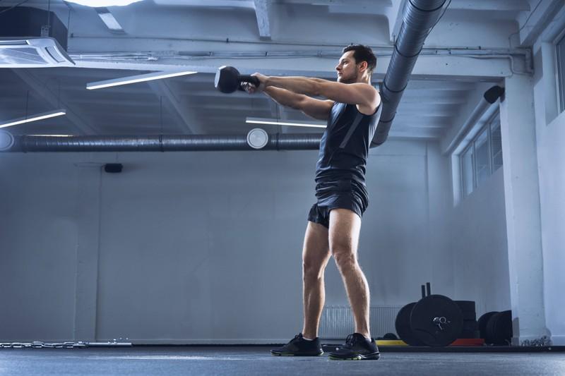 Kettlebells können sehr gefährlich sein im Fitnessstudio