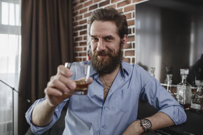 Whiskey soll gegen Erkältung helfen: Einen Whiskey-Liebhaber freut das