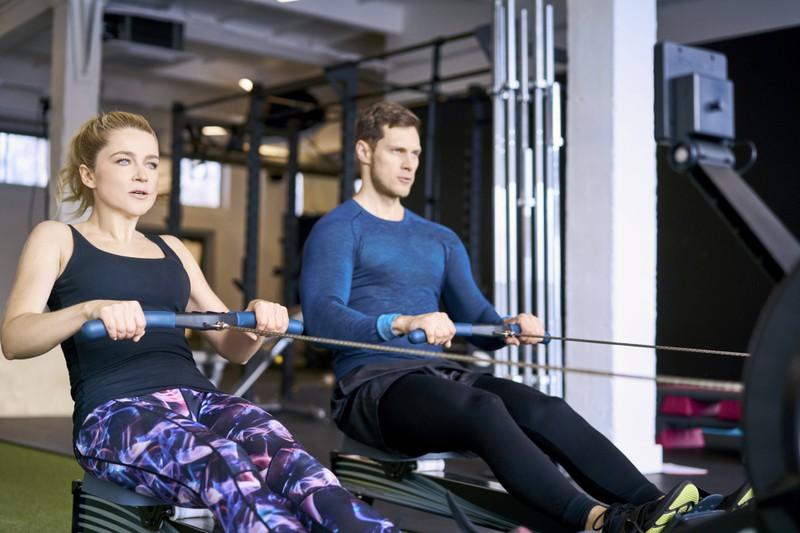 Rudern sorgt für mehr Muskeln, da es 85% der Muskeln im Körper aktiviert.