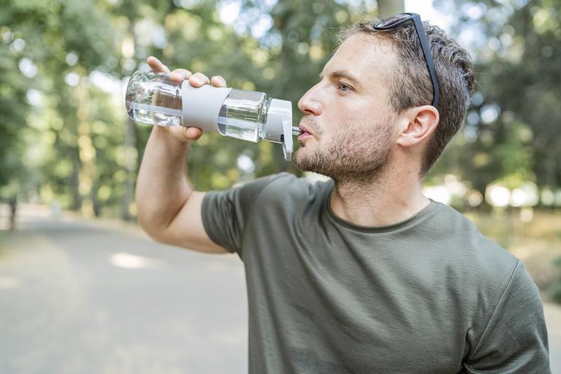 Ein weiterer Styling Tipp ist es, viel Wasser zu trinken, um so fitter und attraktiver zu erscheinen