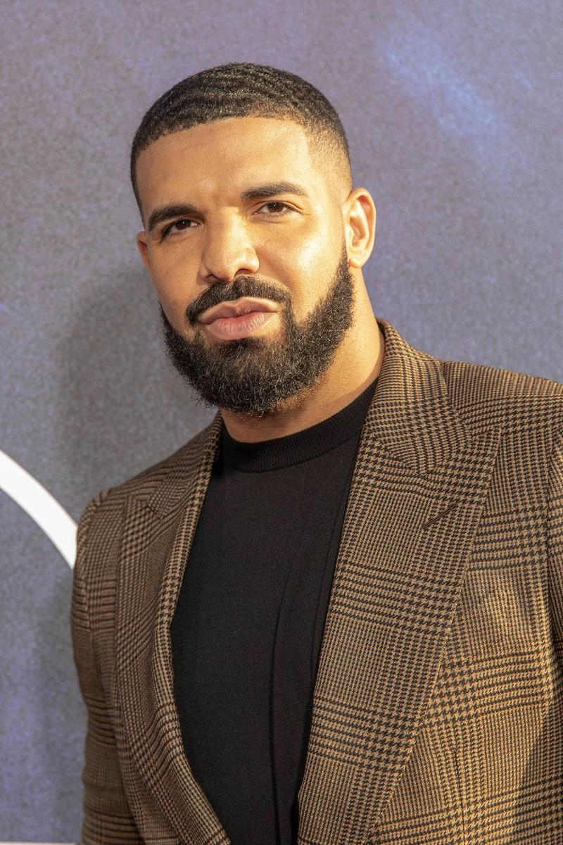Rapper Drake mit konturiertem Vollbart