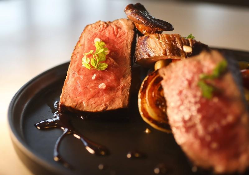 Mit dem besten Messer das leckerste Steak in der eigenen Küche zubereiten