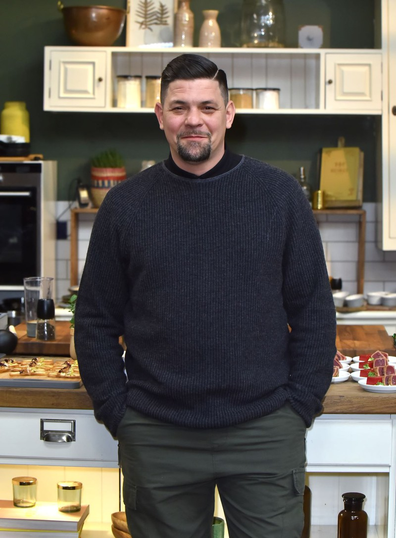 Sympathisch und auf dem Boden geblieben: Tim Mälzer weiß, wie man ein leckeres Steak in der Küche mit dem richtigen Messer zubereitet