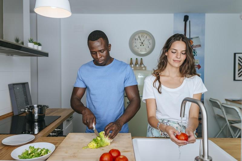 Ausgewogene Ernährung kann Heißhungerattacken vorbeugen.