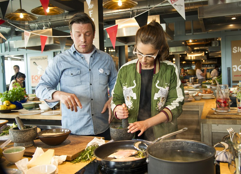 Jamie Oliver schwört für seine Steaks auf die Pfannen von Tefal