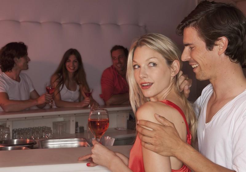 Man kann Frauen auch gut in einer Bar oder Disko kennenlernen