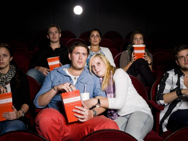 Im Kino hat sie die ganze Zeit geredet, deswegen gab es kein zweites Date