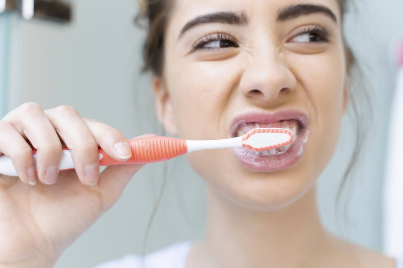 Sie hatte sich vor dem Date nicht die Zähne geputzt, was der Mann gemerkt hat