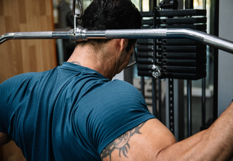 Mit einigen Übungen kann man beim Fitness die Fettverbrennung schneller ankurbeln