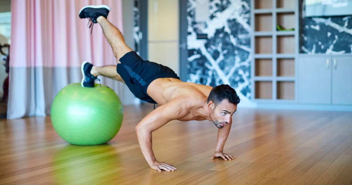 10 Fitness-Übungen, die Männer ganz einfach Zuhause machen können