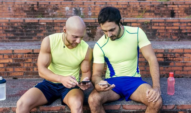 Beim Muskelaufbau und beim Training hat der Vergleich mit anderen Männern nichts zu suchen, zu hohe Erwartungen zu haben, kann ein schwerwiegender Fehler sein.