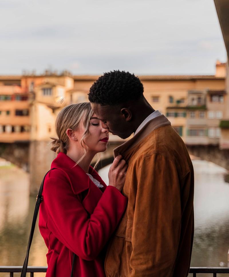 Männer müssen die Signale richtig deuten, ob Frauen geküsst werden wollen