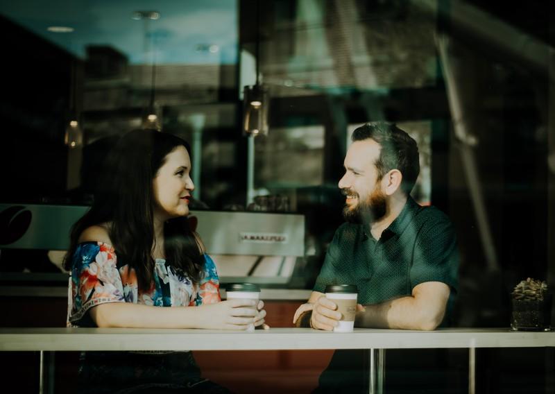 Mach ihr deutlich, dass du nicht über andere Männergeschichten reden möchtest, sonst werdet ihr ewig Freunde bleiben!