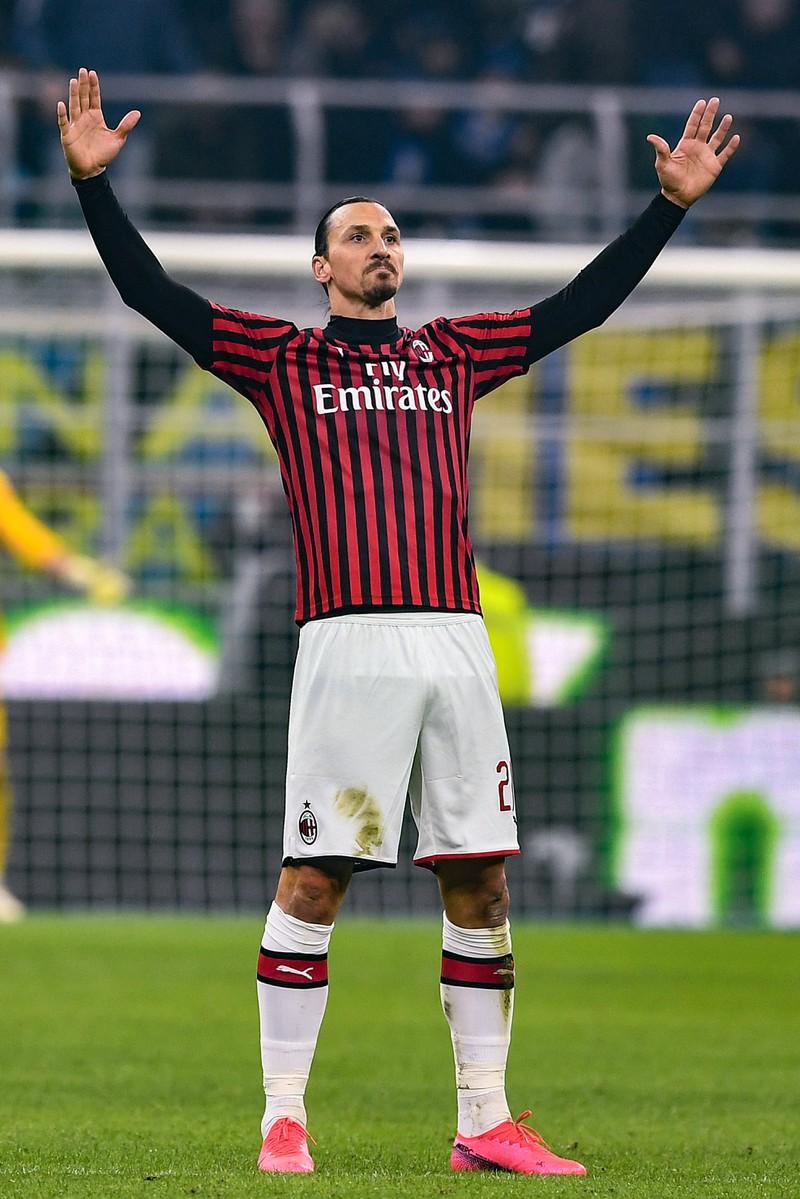 Zlatan Ibrahimovic, der sich selbst feiert und einen arroganten Spruch gebracht hat