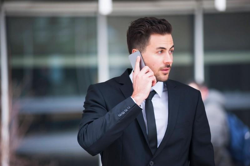 Ein beruflich erfolgreicher Mann wirkt auf Frauen anziehend.