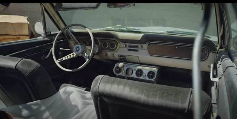 Aber im Innenraum sieht der Mustang von Momoas Frau noch ganz gut aus.