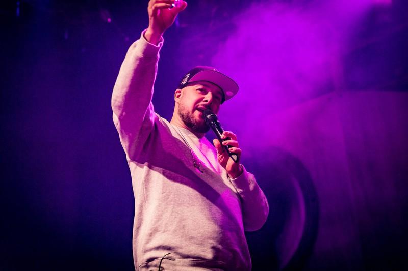 Rapper Kool Savas bei einem Konzert.
