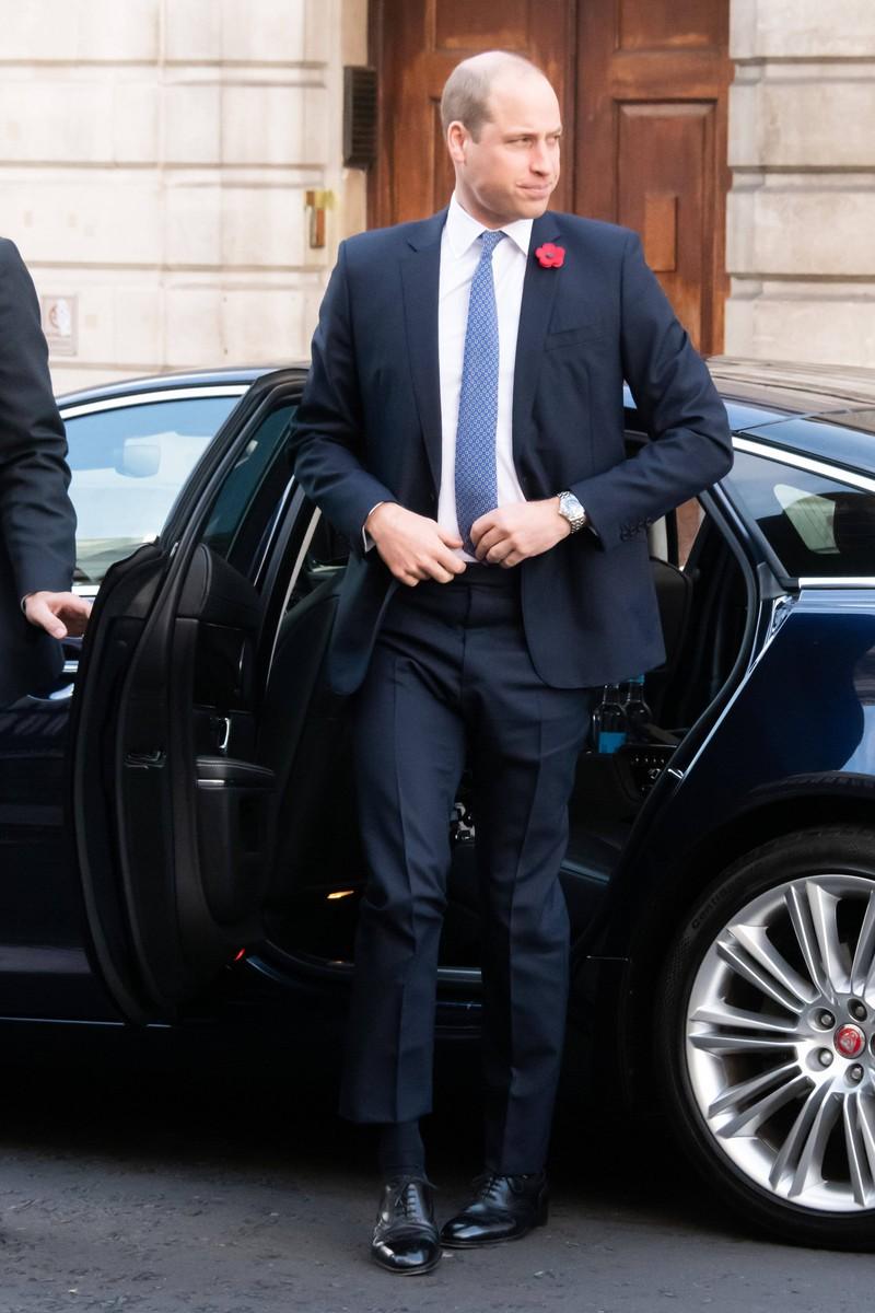 Bei Prinz William ist bei standesgemäßen Auftritten hin und wieder mal mal eine Blume am Revers zu entdecken