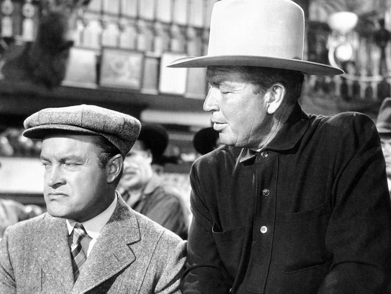 """Zwei Männer tragen Jacken im FIlm """"FANCY PANTS"""""""