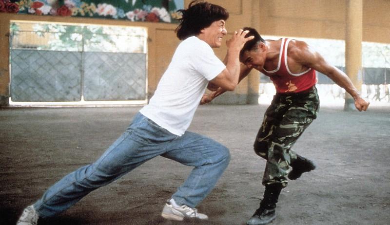 Jackie Chan bei einer seiner Kampfszenen