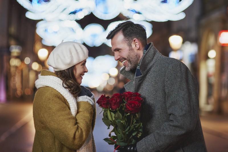 Deine Partnerin überraschen und ihr etwas Gutes tun, ist ebenfalls eine gute Idee