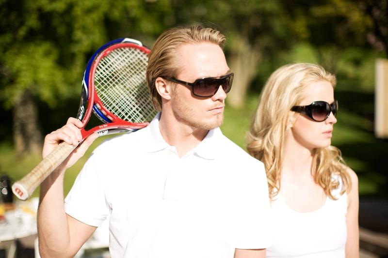 Film Easymoney: Reiche Menschen spielen Tennis