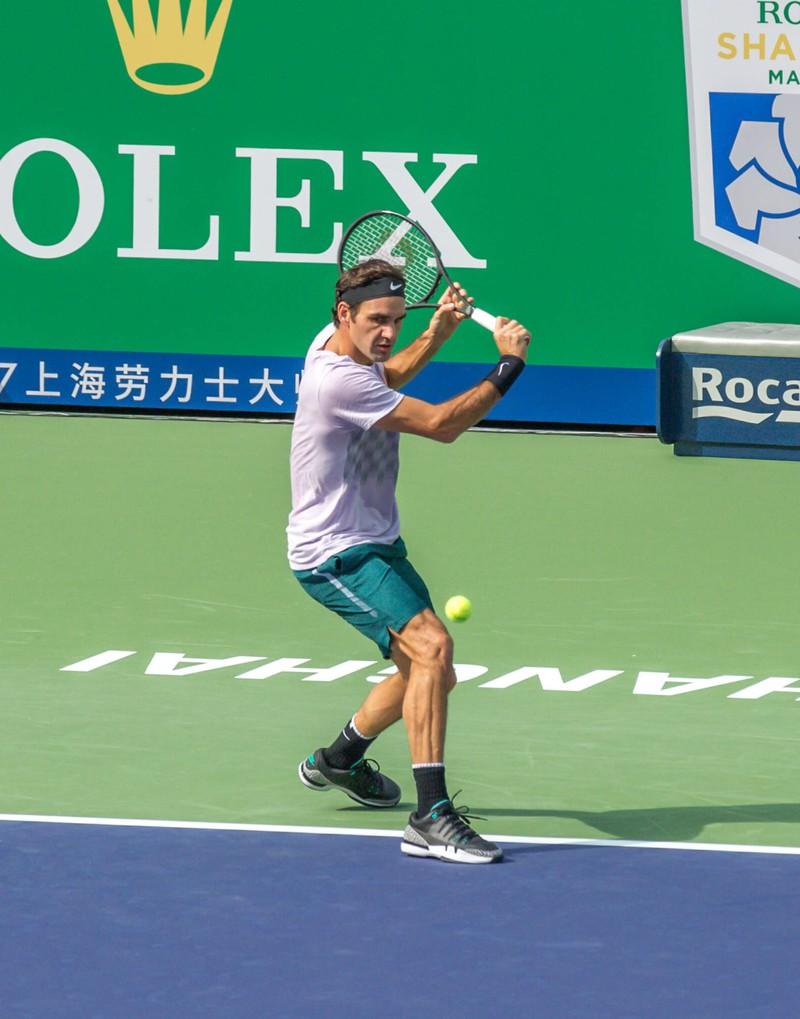 Roger Federer spielt Tennis