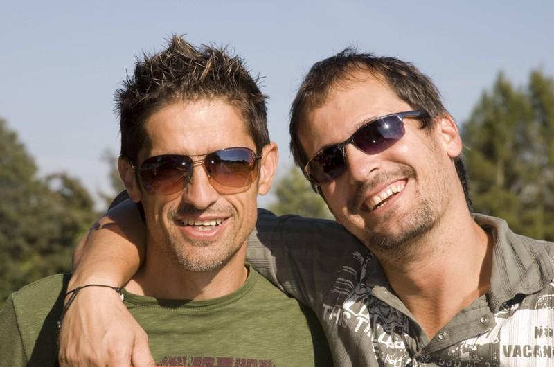 Zwei Männer sind echte Freunde