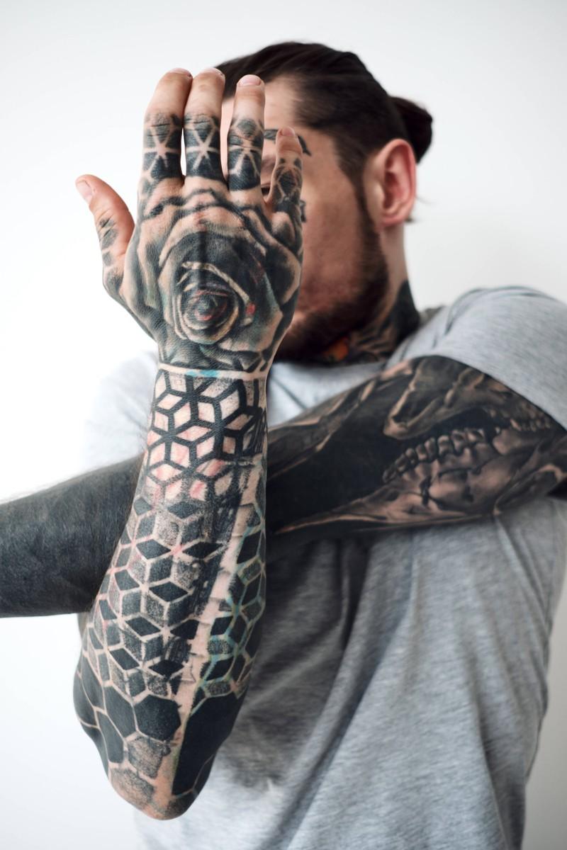 Zu schnell zu viele Tattoos wollen, ist ein großer Fehler, den du vermeiden solltest.