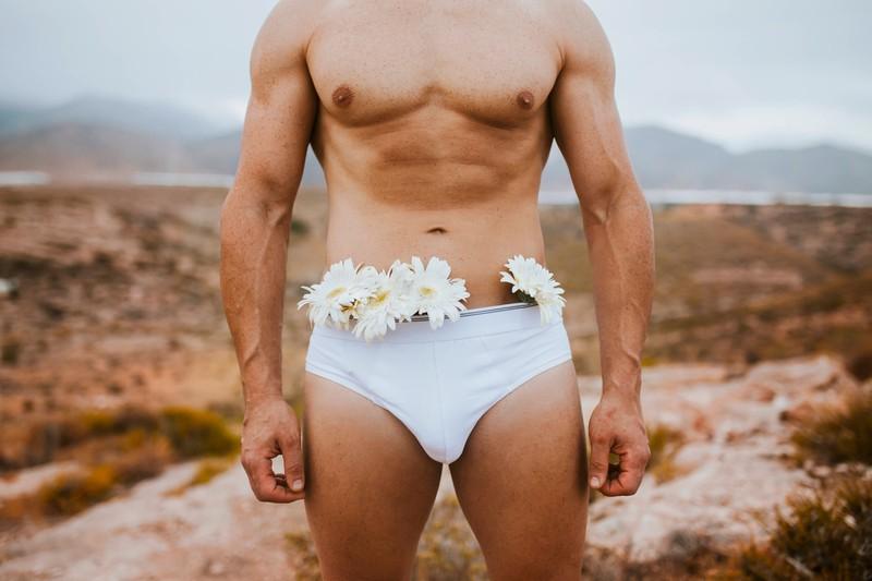 Der männliche Intimbereich verströmt leider nicht immer einen angenehmen Blumenduft